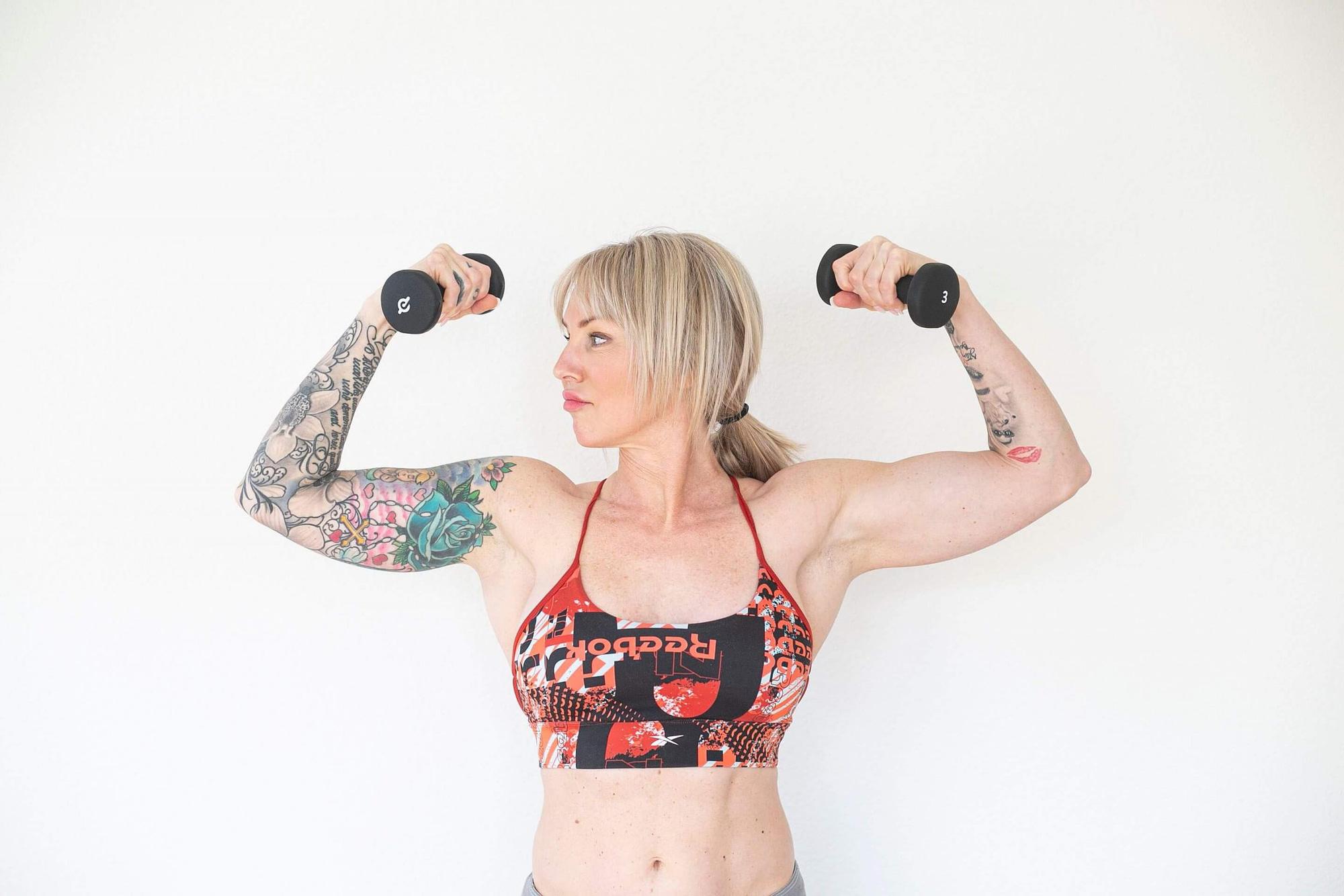 jenn carrasco holding weights